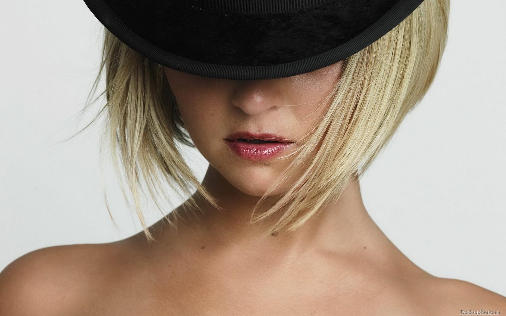 Фото девушек в шляпах на аву