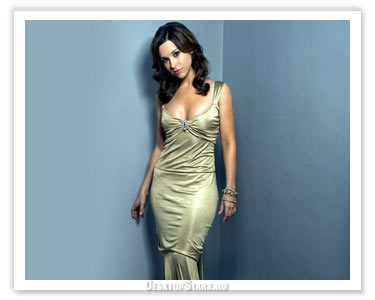 y and Glamorous Celebrity  Lacey Chabert Wallpaper