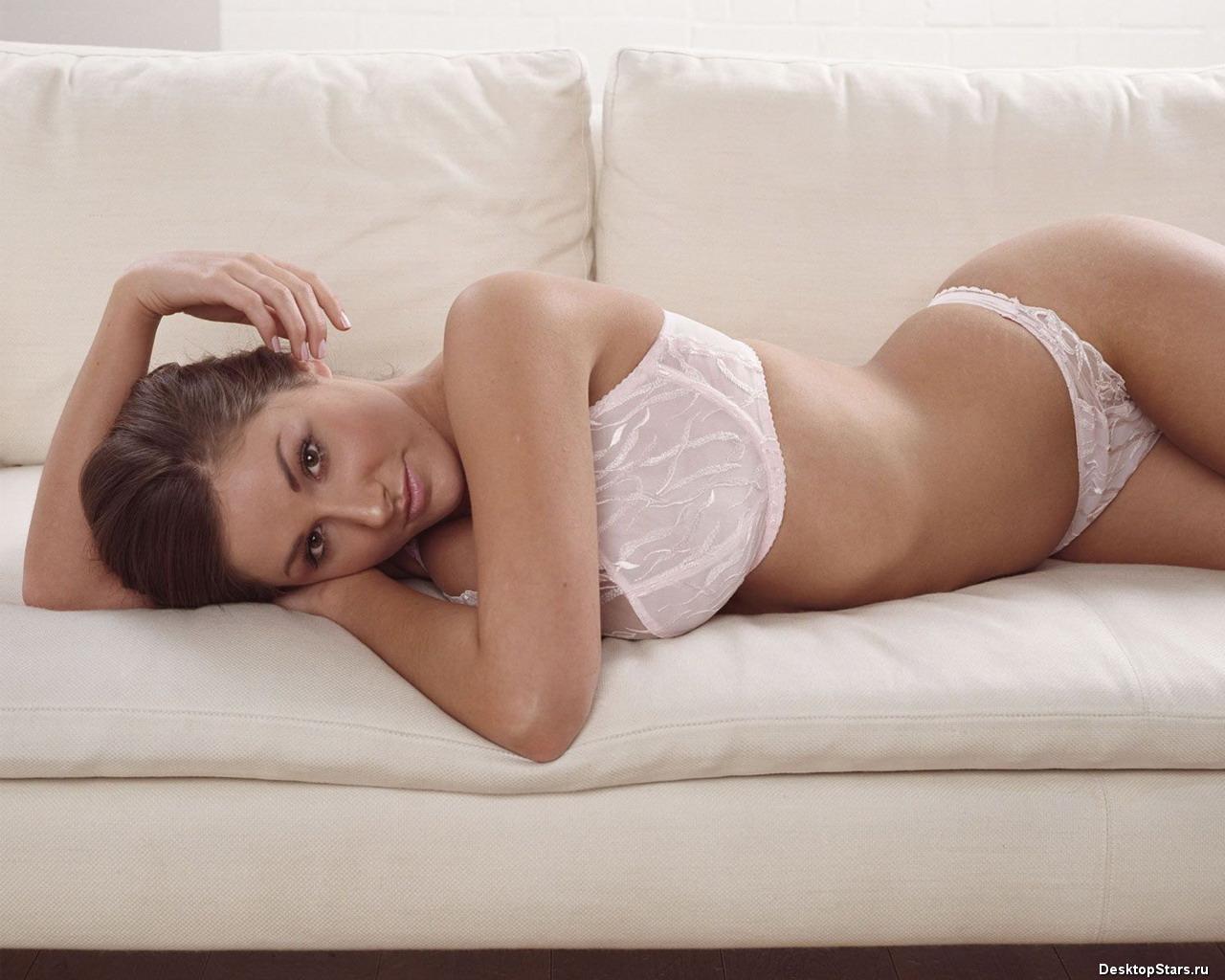 Lucy Pinder 1280x1024 big boobs string bikini free wallpaper